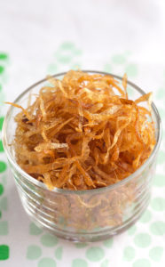 Fried browned Crispy Onion SLices is used as Kushari Topping